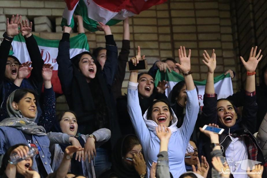 زنان در ورزشگاه آزادی/عکس