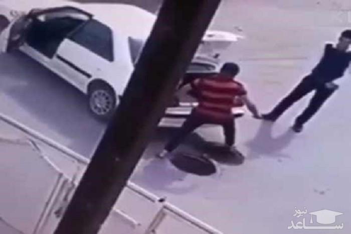 (فیلم) دزدی درپوش فاضلاب با پژو پرشيا!