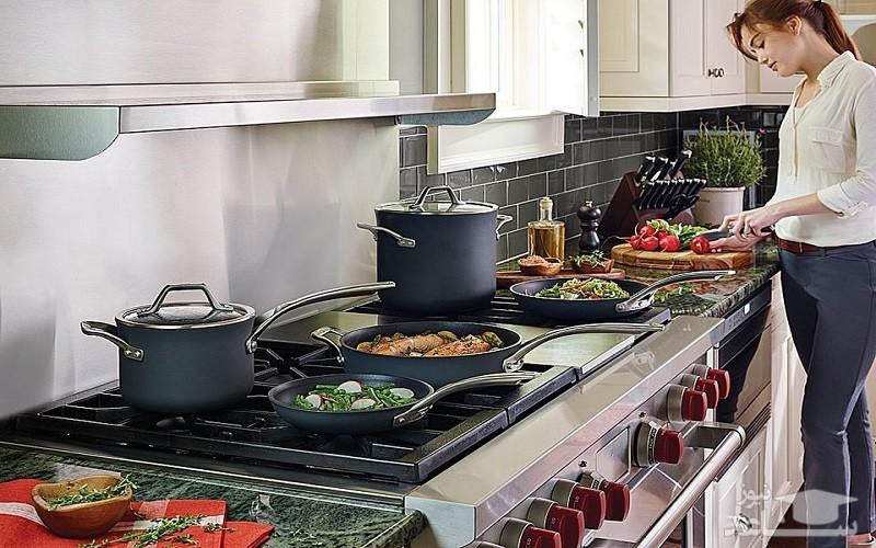 غذا خوردن در ظروف تفلون موجب کوتاهی قد میشود!
