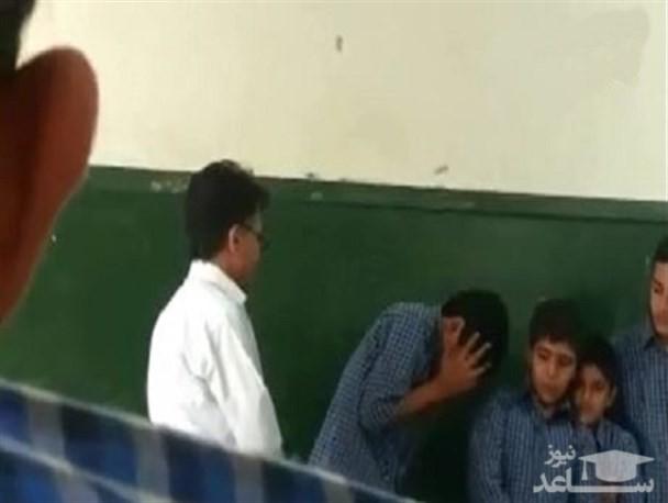 (فیلم) کتک زدن دانش آموزان در کلاس توسط معلم