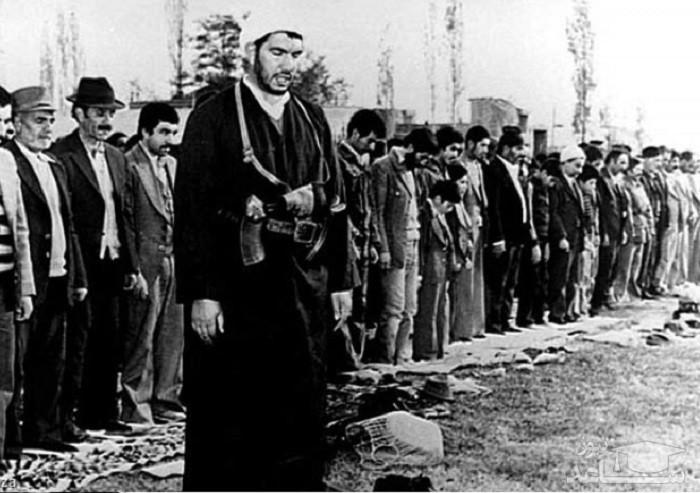 (عکس) امام جمعه ای که همیشه اسلحه همراه خودش داشت