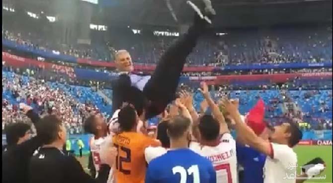 (فیلم)شادی اردوی تیم ملی فوتبال و پرتاب کی روش به هوا