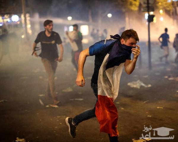 (عکس) شادی مردم فرانسه پس از پیروزی به شورشی عظیم تبدیل شد!
