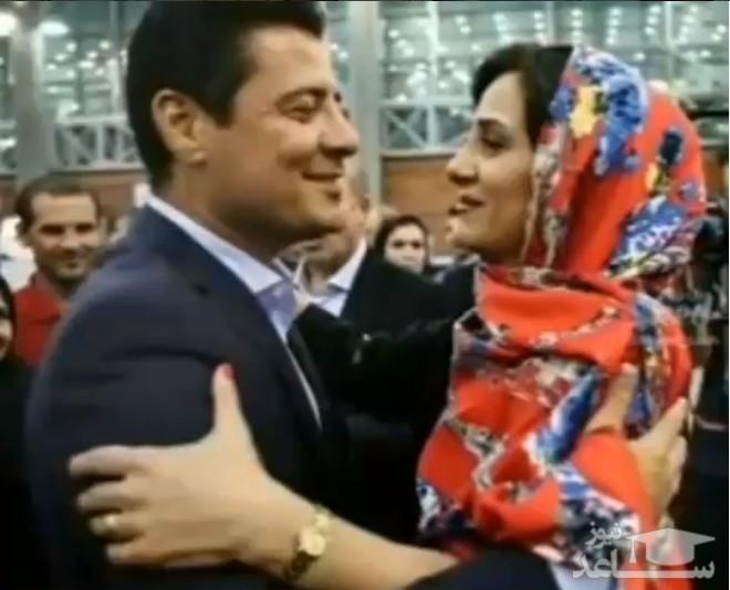 مجری: آقا فغانی، لحظه رسیدن شما به همسرتان در فرودگاه خیلی قشنگ بود، فغانی :البته ایشان خانم بنده نبودند!