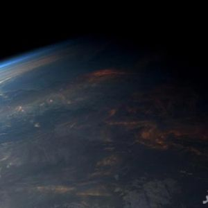 تصویری جالب از طلوع خورشید در فضا
