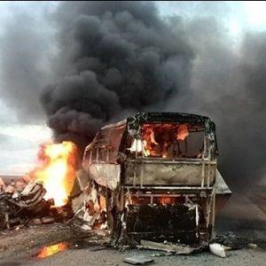 (فیلم) انفجار اتوبوس پر از مسافر در خیابان