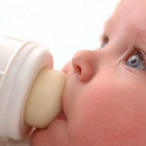 استفراغ نوزاد چه زمانی غیر طبیعی است؟