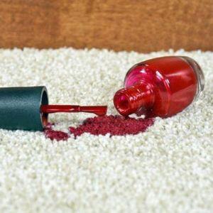 چگونه رد لاک را از روی مبل و فرش تمیز کنیم؟