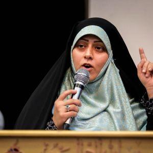 (فیلم) صحبتهای خواهر مسیح علینژاد در همایش دختران انقلاب
