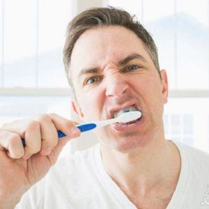 علت خونریزی لثه هنگام مسواک زدن و استفاده از نخ دندان چیست؟