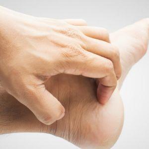 چه عواملی باعث ایجاد خارش در پوست میشود؟