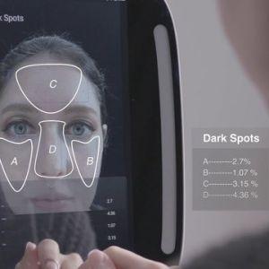 آینه ای هوشمند که عیب های صورت را با جزئیات نشان میدهد!