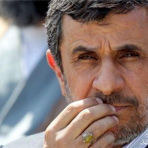 (عکس) شماره پلاک ماشین احمدی نژاد!