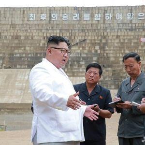 (عکس) شلوار عجیب کیم جونگ اون سوژه رسانهها شد