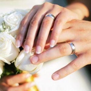 خواندن صیغه ازدواج به زبان فارسی کفایت می کند یا حتماً باید به زبان عربی باشد؟
