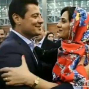 مجری رادیو به فغانی:لحظه رسیدن شما به همسرتان در فرودگاه خیلی قشنگ بود ،فغانی :البته ایشان خواهر خانم بنده هستند!