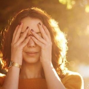 مسمومیت با خورشید چه آثاری روی پوست بر جای میگذارد؟ درمان آن چیست؟