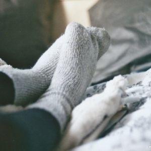 14 دلیلی که باعث سردی بدن میشود.
