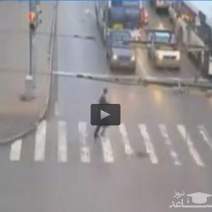 (فیلم) نجات معجزه آسا در چند قدمی مرگ!
