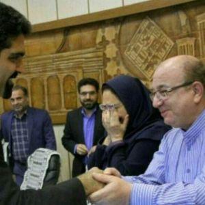 (عکس) لحظه احساسی ورود سپنتا نیکنام به شورای شهر یزد