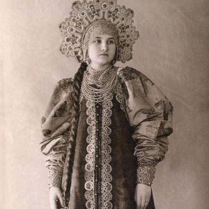 (عکس) لباس های زیبای زنان روس در قرن19