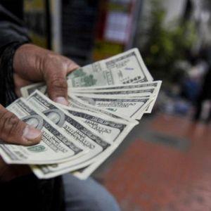 قیمت دلار در آستانه شروع تحریمهای جدید