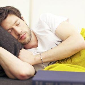 مغز انسان موقع خواب چه کار میکند؟