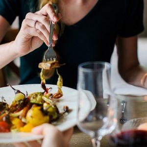 چرا دیر شام خوردن برای بدن مضر و خطرناک است؟
