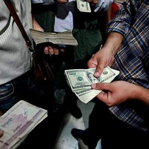 تکاپوی شبانه دلالان برای فروش دلار