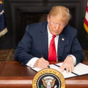 ترامپ فرمان اجرای مرحله اول تحریمهای ایران را امضا کرد