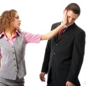 چرا زنان امروزی شوهرانشان را کتک میزنند؟!