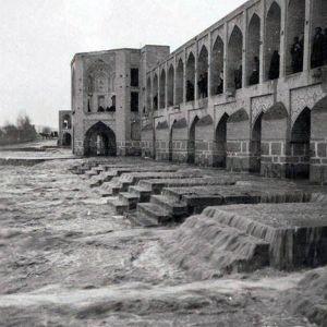 (عکس) زاینده رود اصفهان در زمان قاجار!