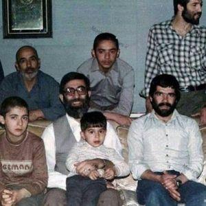 (عکس) تصویر دیده نشده از رهبر انقلاب و فرزندانش