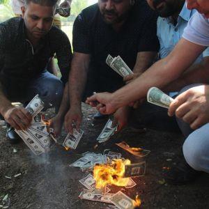 (عکس) واکنش مردم ترکیه نسبت به گران شدن دلار و تهدیدات ترامپ!