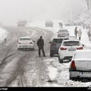 اسکان اضطراری مسافران در راه مانده/برف و کولاک در ۱۲ استان کشور