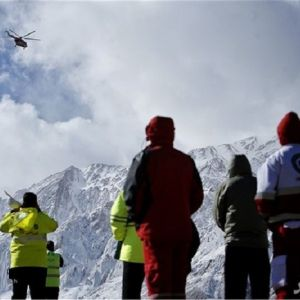 یک متر برف بر روی لاشه هواپیمای سقوط کرده