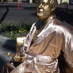 نصب مجسمه تهیهکننده فاسد در هالیوود!
