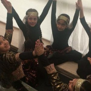 رقص دختران در مراسم بزرگداشت روز زن در برج میلاد/فیلم