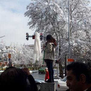 دختر خیابان انقلاب به ۲۴ ماه حبس محکوم شد