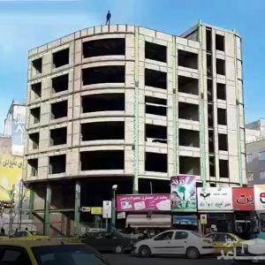 فیلم خودکشی پسر جوان از بالای ساختمان نیمه کاره در اردبیل