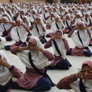 کاهش اضطراب دانش آموزان با یوگا