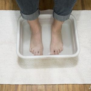 فواید قراردادن پاها در آب گرم
