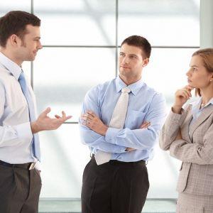 چگونه محترمانه وسط حرف کسی حرف بزنیم؟