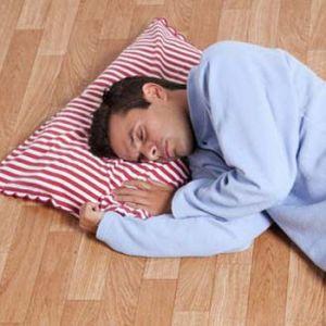 خوابیدن روی زمین موجب پیری پوست میشود!