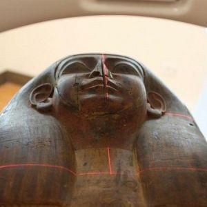 یک مومیایی که برای ۱۵۱ سال درون تابوت سنگیِ درون موزه بود و کسی از آن خبر نداشت!