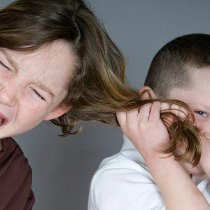 دلایل کشیدن مو توسط کودکان چیست؟