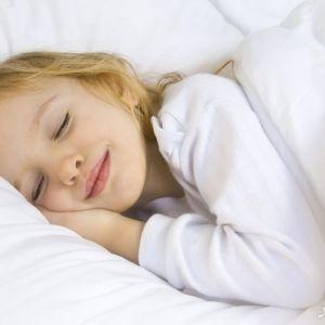 علت خرخر کردن کودکان در خواب نشانه چیست؟