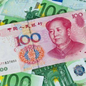 پروفسور مسرت: با یورو و یوان به جنگ دلار برویم!