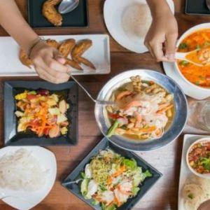 غذاهای رستوران با بدن ما چه میکند؟
