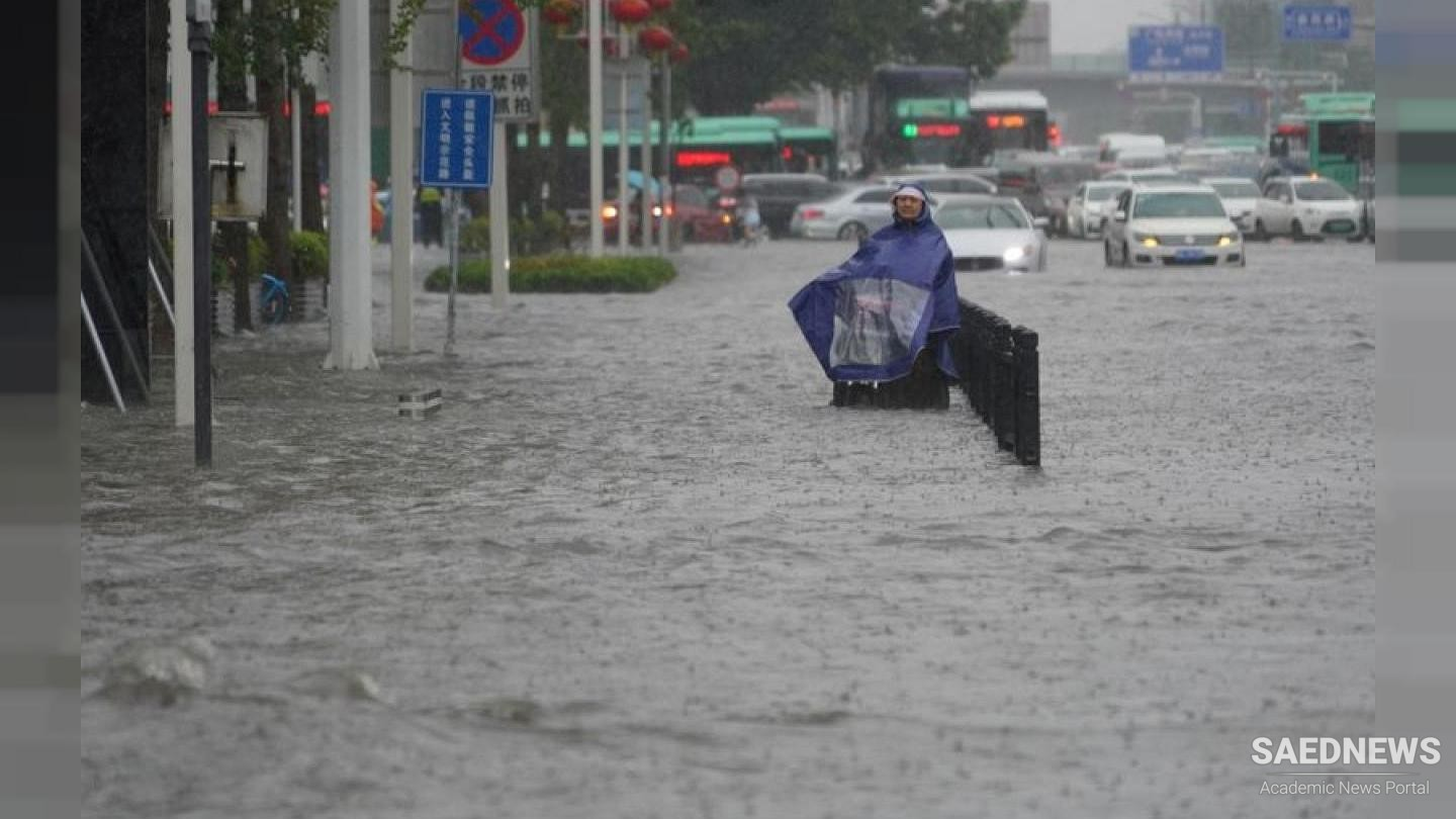 China Deluge: Floating Cars and Wreckages